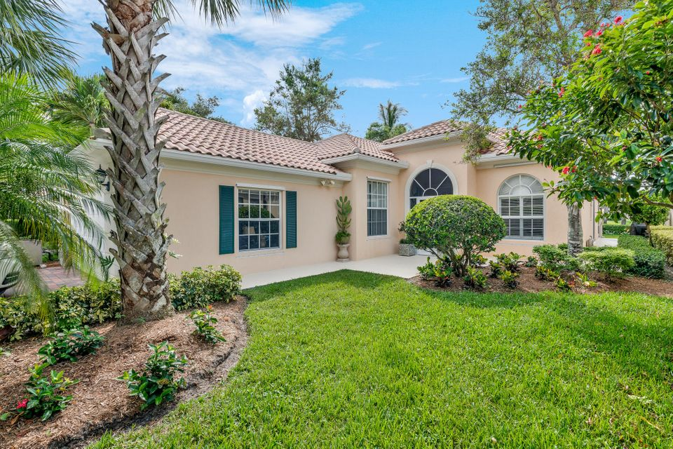 522 Rhine Road , Palm Beach Gardens FL 33410 is listed for sale as MLS Listing RX-10448804 35 photos