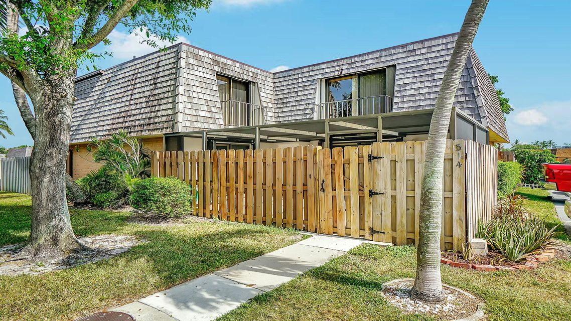 Home for sale in Lakewood Lake Worth Florida
