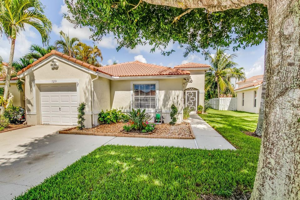 Home for sale in LAKE CHARLESTON TR G 1 Lake Worth Florida
