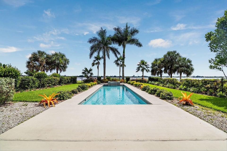 4 Carnoustie Circle  West Palm Beach, FL 33401
