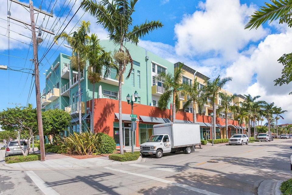 185 NE 4th Avenue 306  Delray Beach, FL 33483