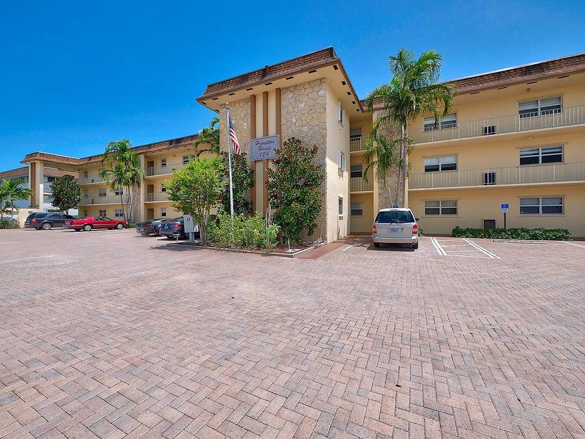 124 Shore Court 205  North Palm Beach FL 33408