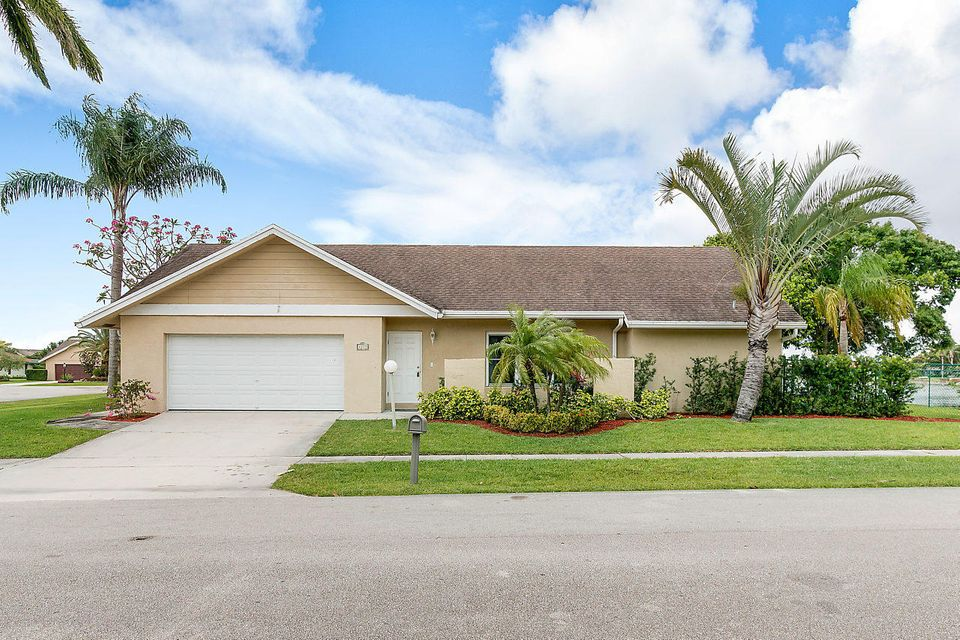 8275 Blue Cypress Drive Lake Worth, FL 33467