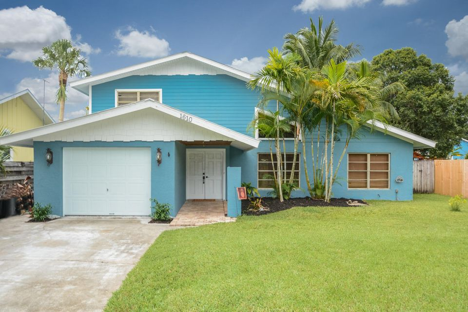 1610 SW Sunset Trail , Palm City FL 34990 is listed for sale as MLS Listing RX-10450316 19 photos