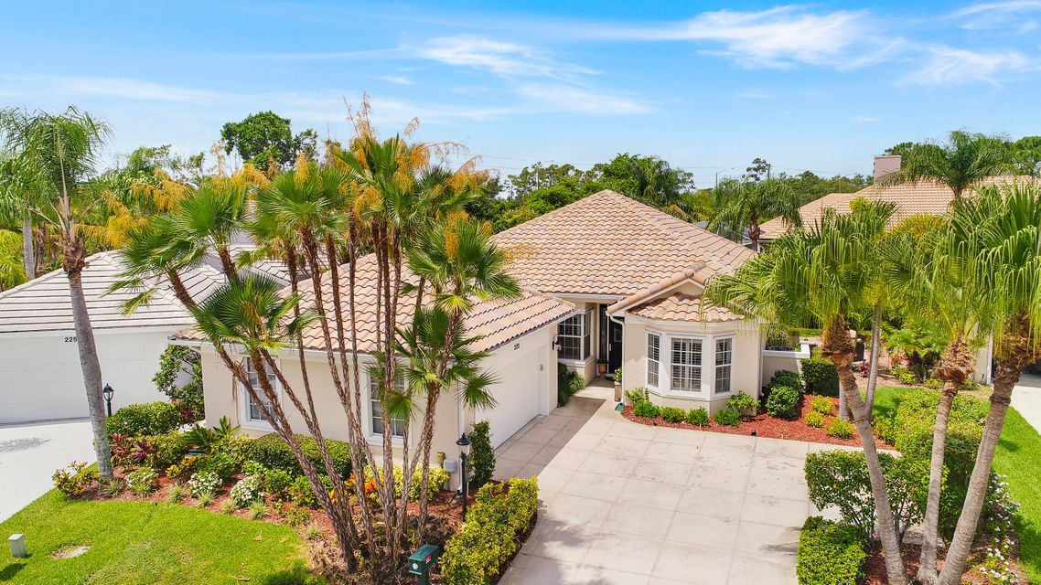 223 Woodsmuir Court , Palm Beach Gardens FL 33418 is listed for sale as MLS Listing RX-10451957 34 photos
