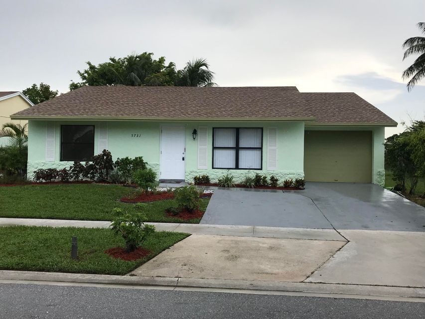 5731 Ithaca Circle Lake Worth, FL 33463