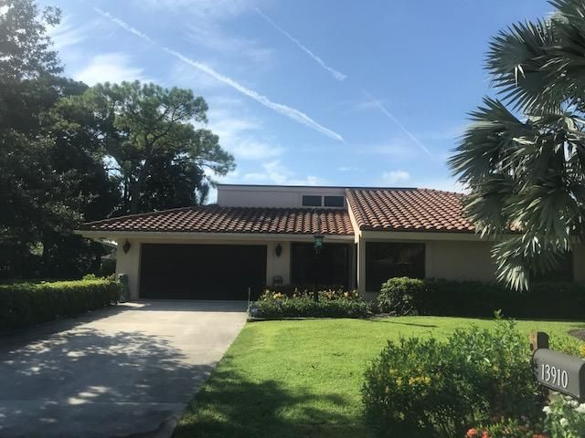 13910 Greensview Drive , Palm Beach Gardens FL 33418 is listed for sale as MLS Listing RX-10452279 21 photos