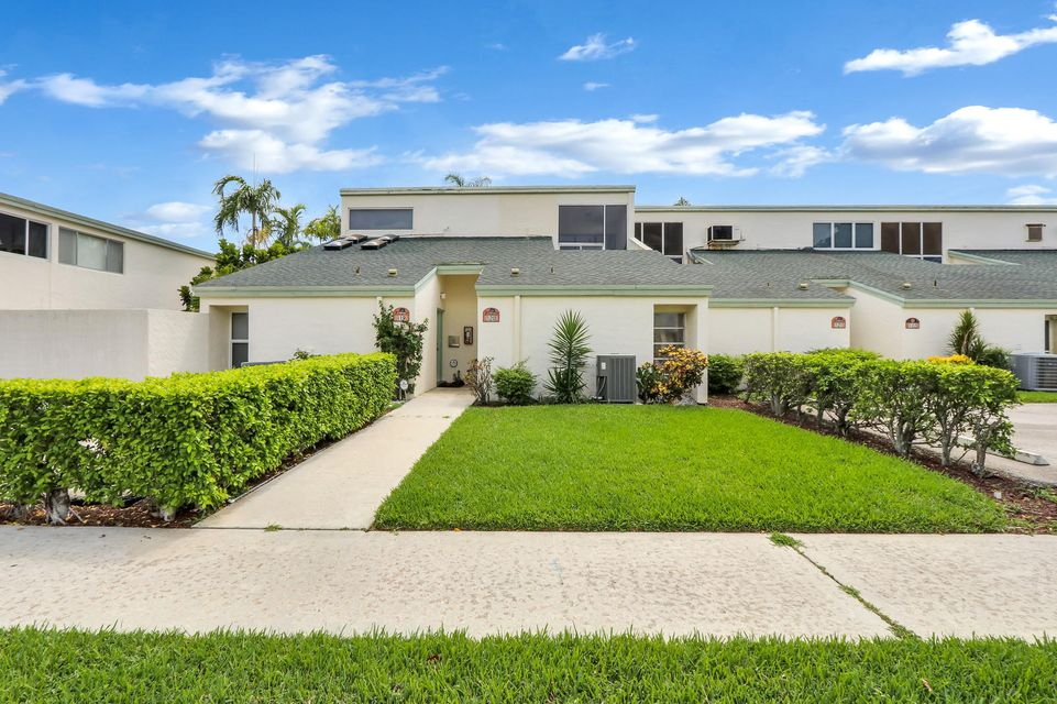 118 Castlewood Drive 120  North Palm Beach FL 33408