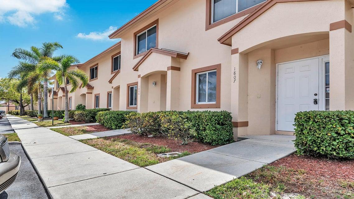 1807 Lakeview Drive Royal Palm Beach, FL 33411