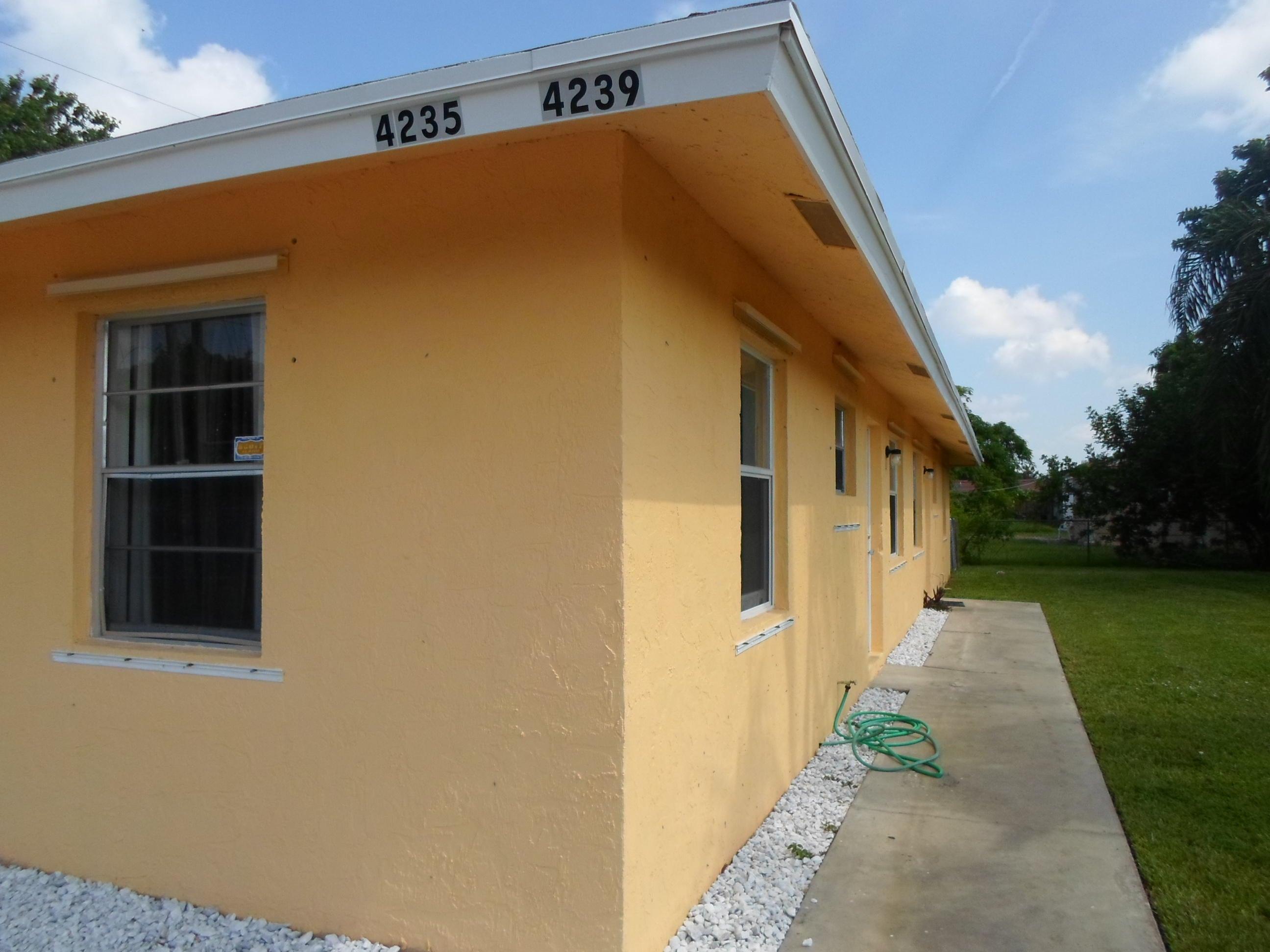 4235 Selberg Lane  Lake Worth, FL 33461