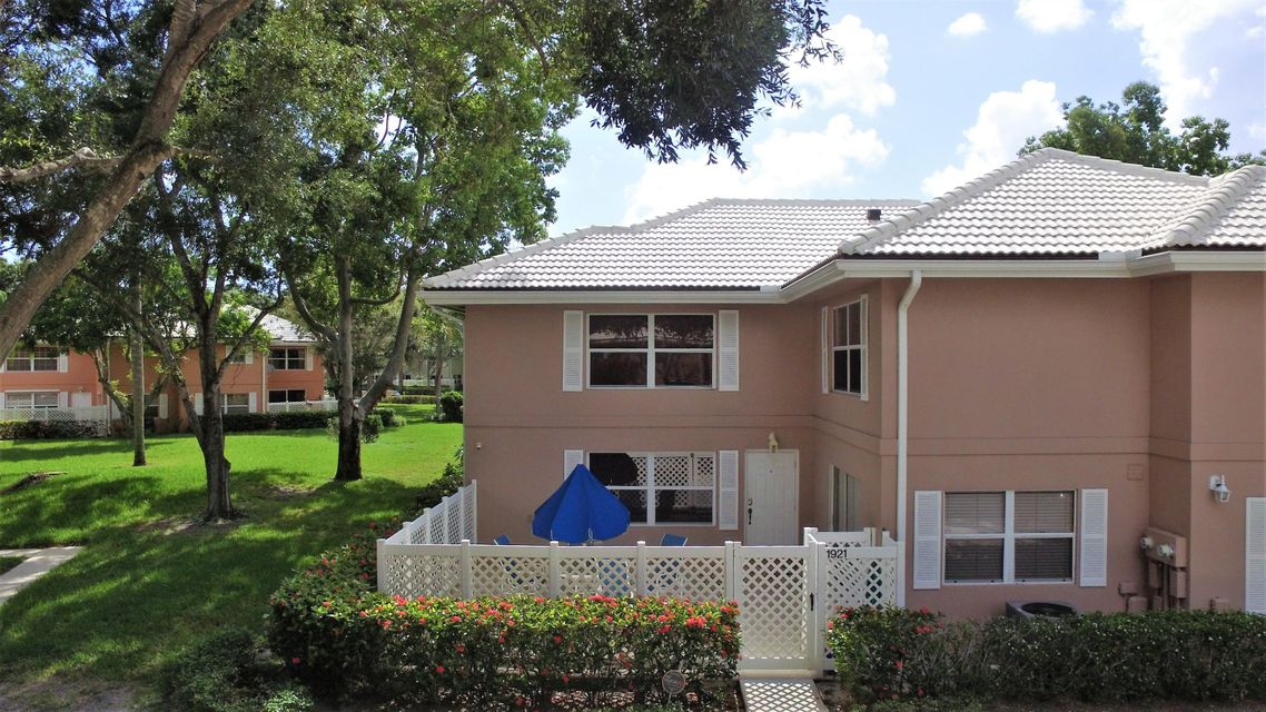1921 Hartford Court  West Palm Beach, FL 33409
