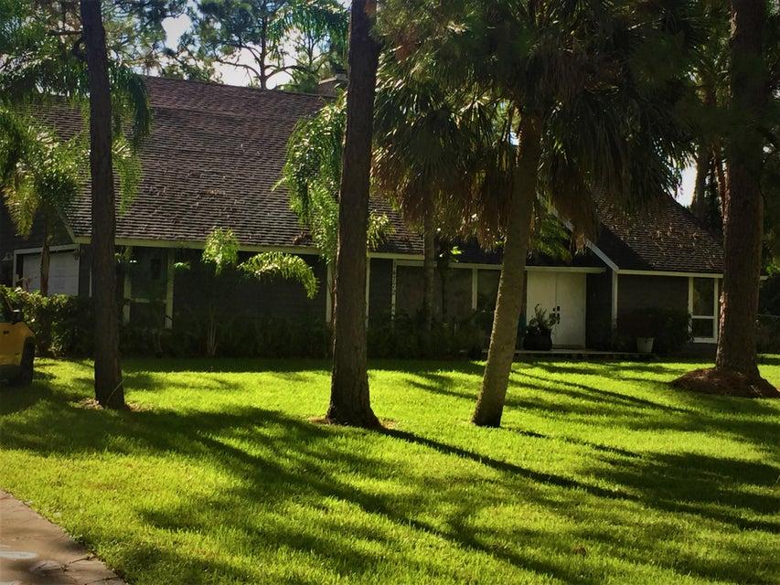 PALM BEACH COUNTRY ESTATES home on 14772 N 69th Drive