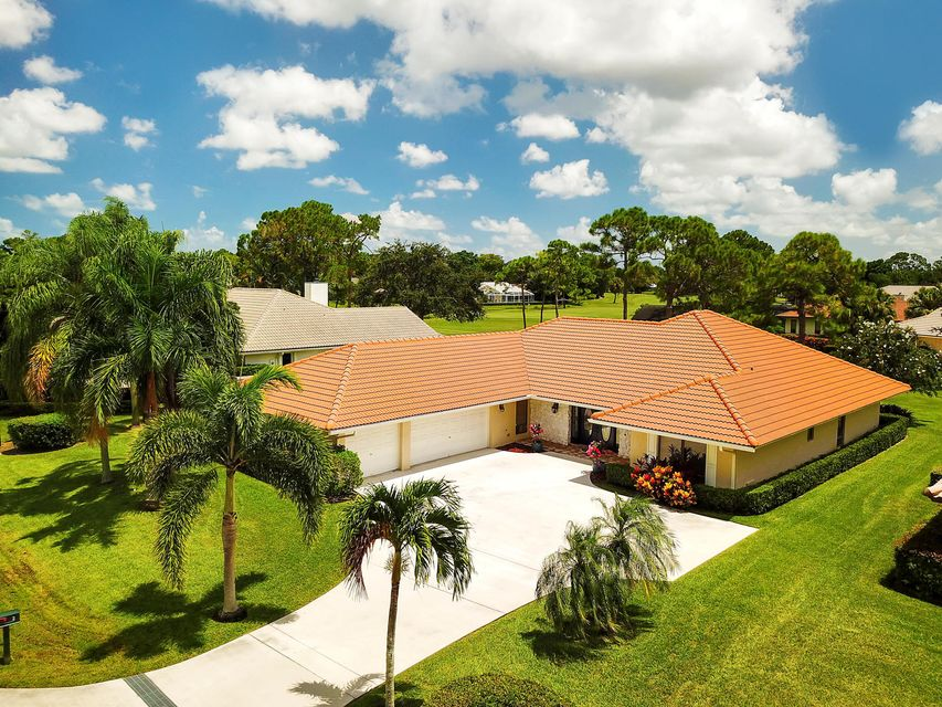 2 Berwick Road , Palm Beach Gardens FL 33418 is listed for sale as MLS Listing RX-10453599 54 photos