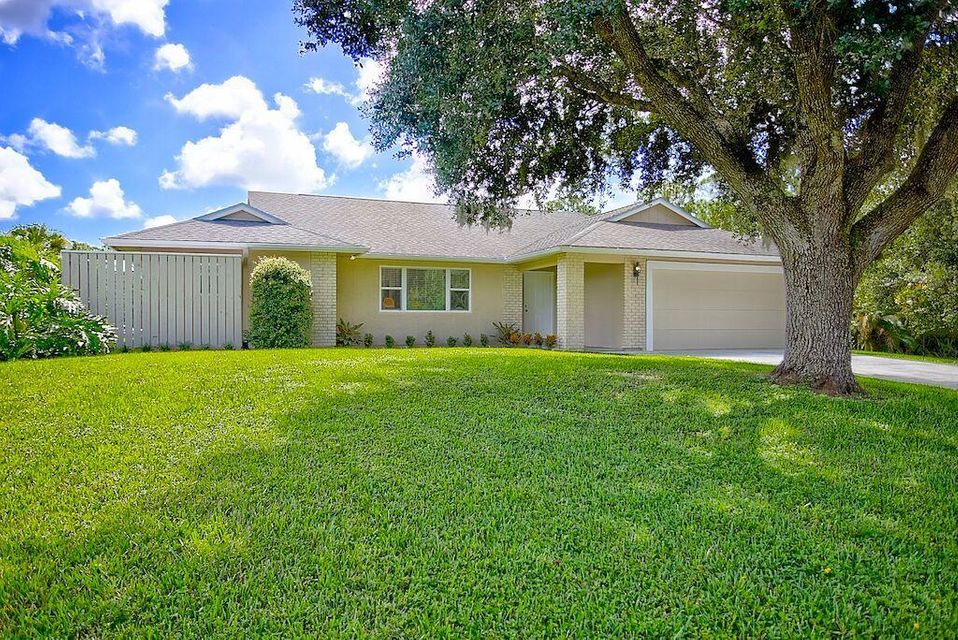 Palm Beach Country Estates home on 15646  84th Avenue