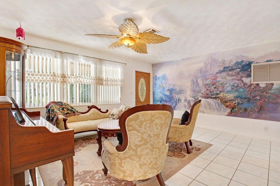 823 W Ocean Avenue  Lantana FL 33462