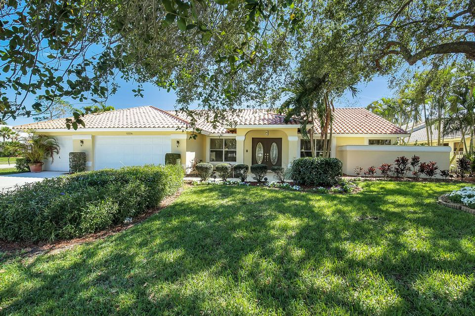 Home for sale in GREENVIEW SHORES NO 2 OF WELLINGTON Wellington Florida