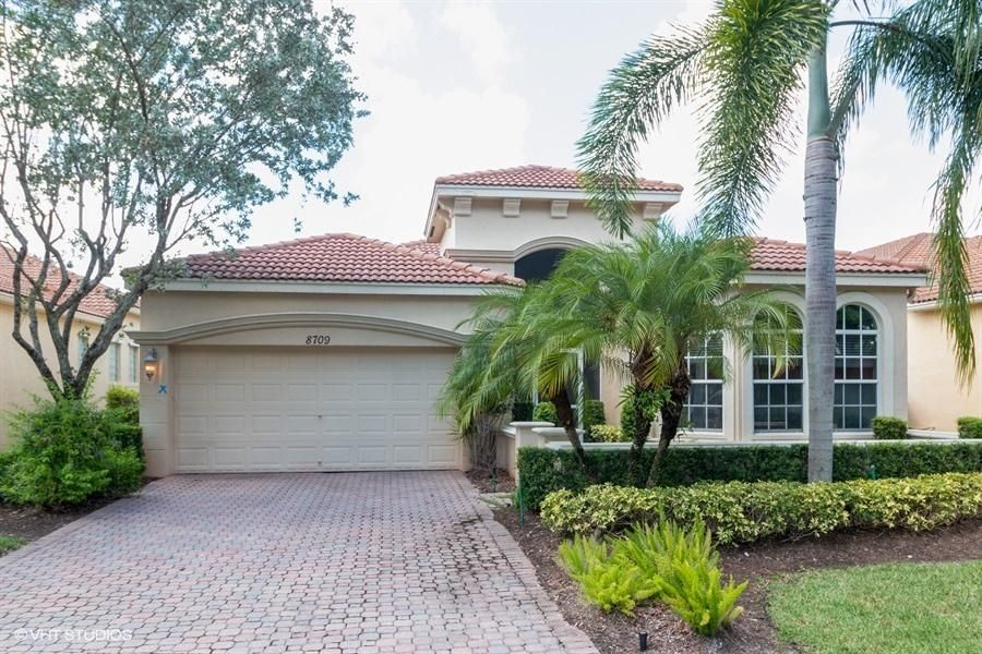 BUENA VIDA home 8709 Via Grande Wellington FL 33411