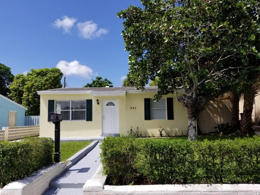 943 W Lakewood Road West Palm Beach, FL 33405