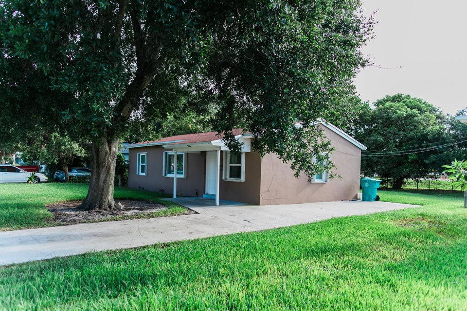 315 NW 4th Street is listed as MLS Listing RX-10455780 with 17 pictures