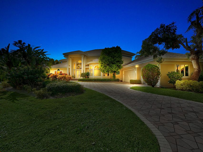 18411 SE Lakeside Drive is listed as MLS Listing RX-10456953 with 32 pictures