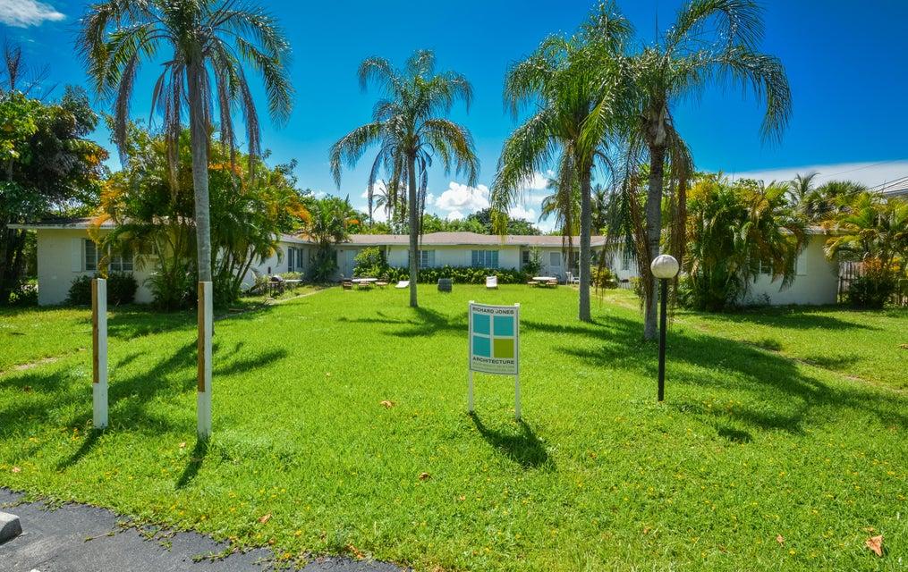 912 Palm Trail  Delray Beach, FL 33483
