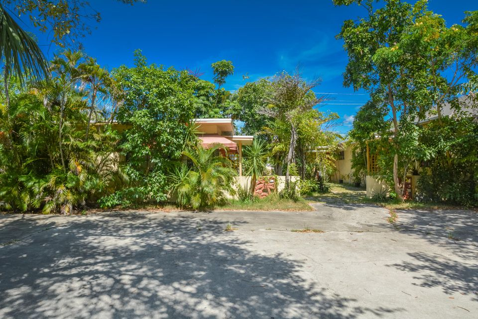 307 NE 5th Avenue  Delray Beach, FL 33483