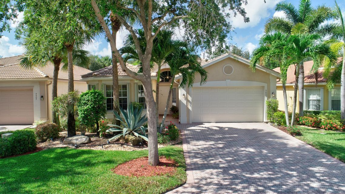 VALENCIA SHORES home 9899 Chantilly Point Lane Lake Worth FL 33467