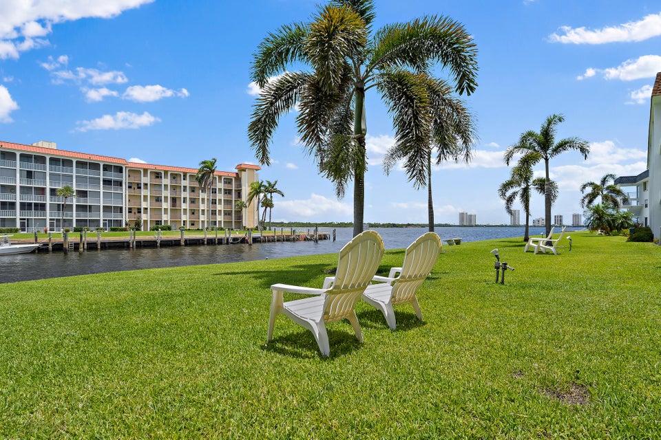 111 Shore Court 106  North Palm Beach FL 33408