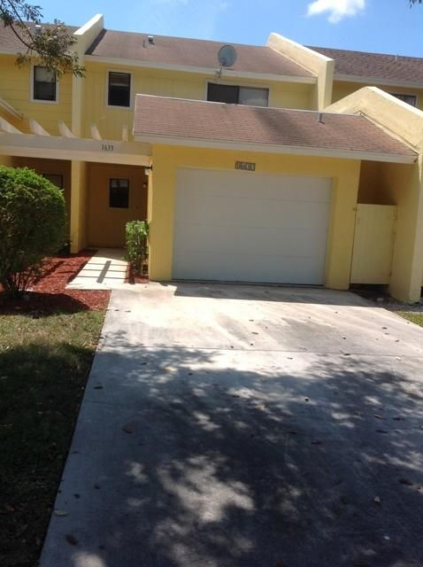 1633 Woodbridge Lakes Circle  West Palm Beach, FL 33406