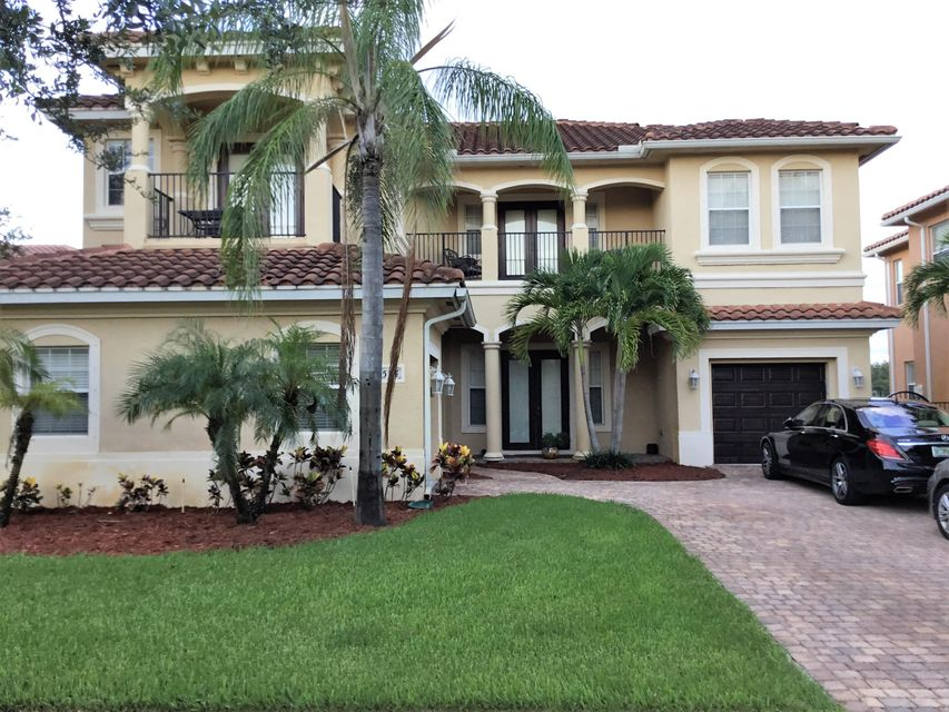 574 Cresta Circle West Palm Beach, FL 33413