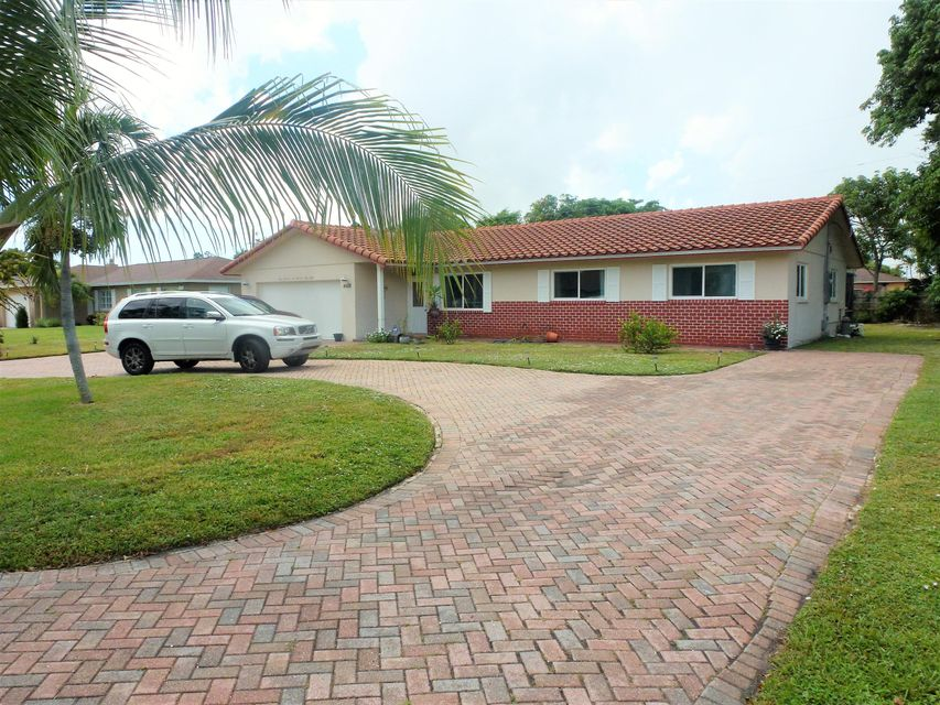 4658 Ellwood Drive  Delray Beach, FL 33445