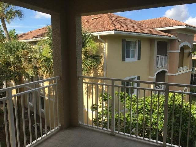 6511 Emerald Dunes Drive 306 West Palm Beach, FL 33411