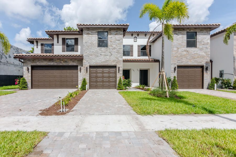 281 Bella Sol Way Road  West Palm Beach, FL 33406