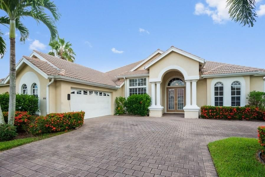 806 SW Marsh Harbor Bay  Saint Lucie West FL 34986