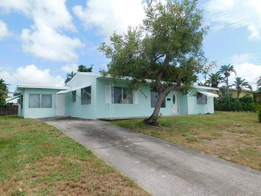 Home for sale in LAKE OSBORNE ESTATES 4 Lake Worth Florida
