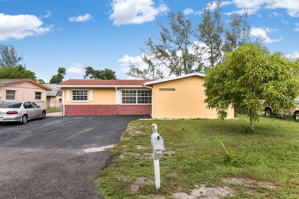 684 Snead Circle West Palm Beach, FL 33413