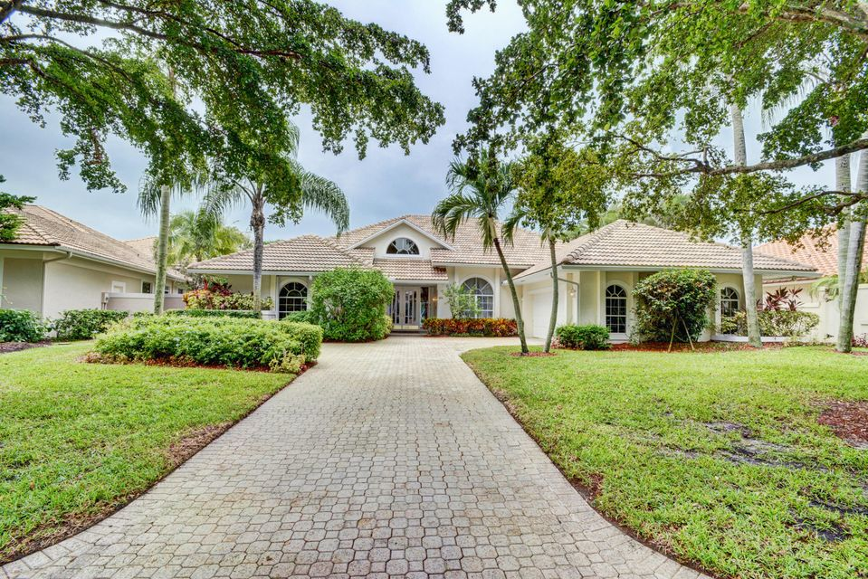 27 Cayman Place , Palm Beach Gardens FL 33418 is listed for sale as MLS Listing RX-10460396 49 photos