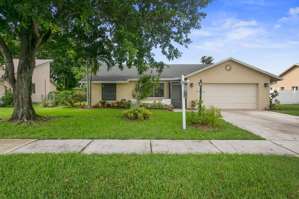 8432 Blue Cypress Drive Lake Worth, FL 33467