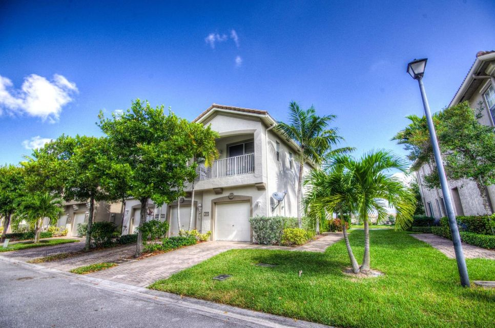 3090 Laurel Ridge Circle , Riviera Beach FL 33404 is listed for sale as MLS Listing RX-10462315 12 photos