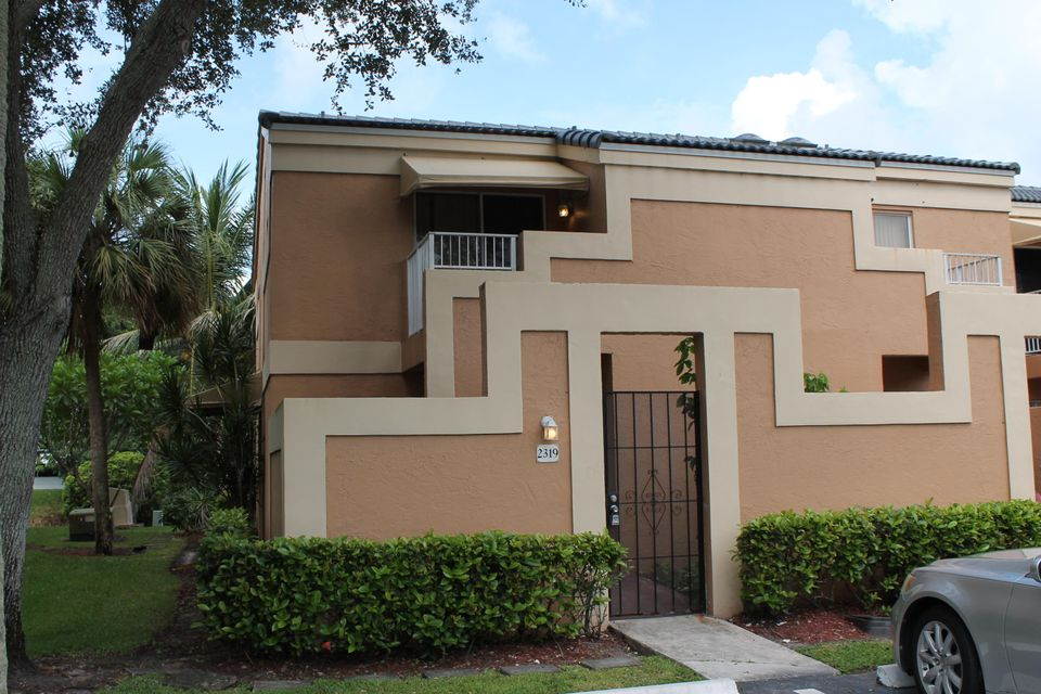Home for sale in CROSS CREEK TOWNHOMES PLAT North Lauderdale Florida