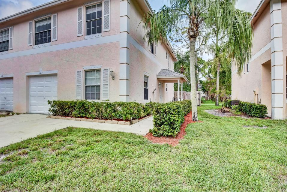 123 Baldwin Boulevard , Greenacres FL 33463 is listed for sale as MLS Listing RX-10462091 41 photos