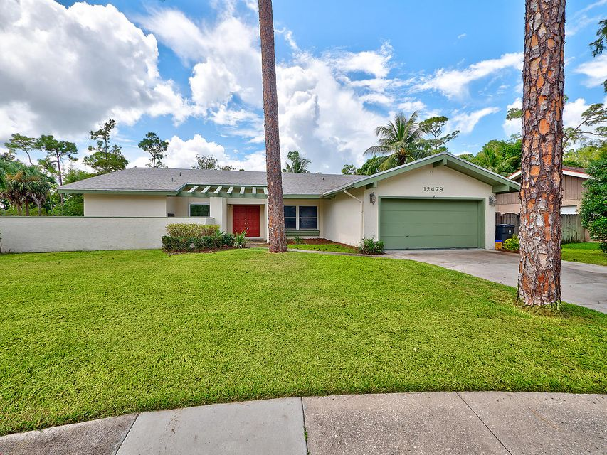 Home for sale in PINEWOOD EAST 2 OF WELLINGTON Wellington Florida
