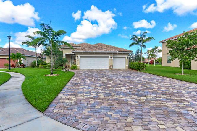 9064 Winterhaven Circle  West Palm Beach, FL 33411
