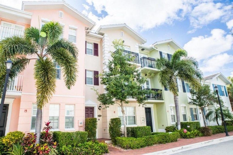 1031 W Heritage Club Circle  Delray Beach, FL 33483