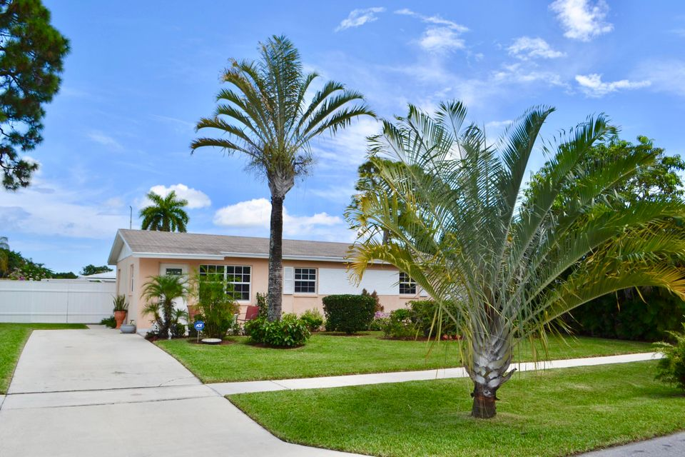 Home for sale in Gun Club Colony West Palm Beach Florida