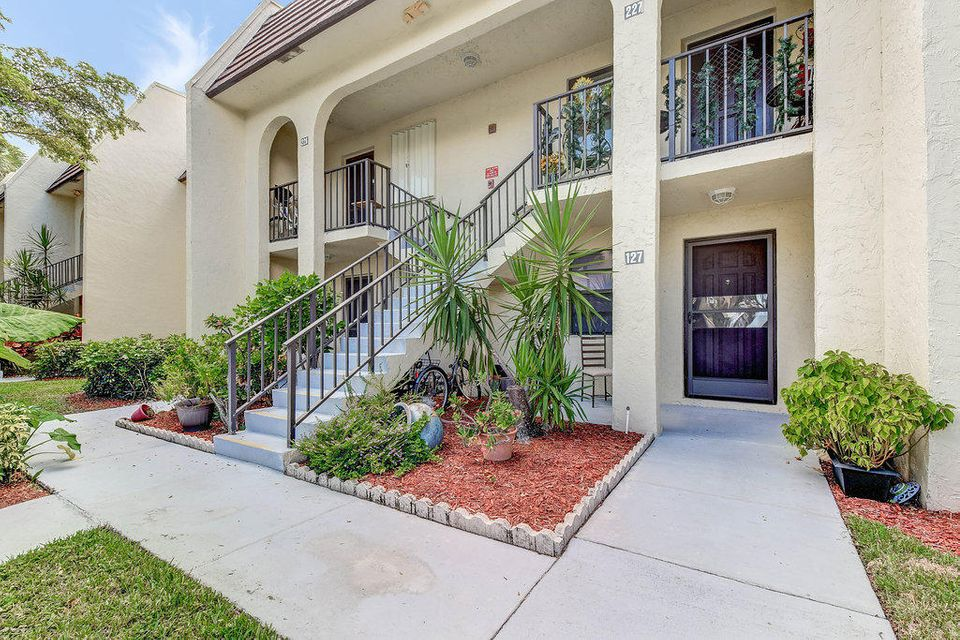 145 Lake Nancy Lane 127  West Palm Beach, FL 33411