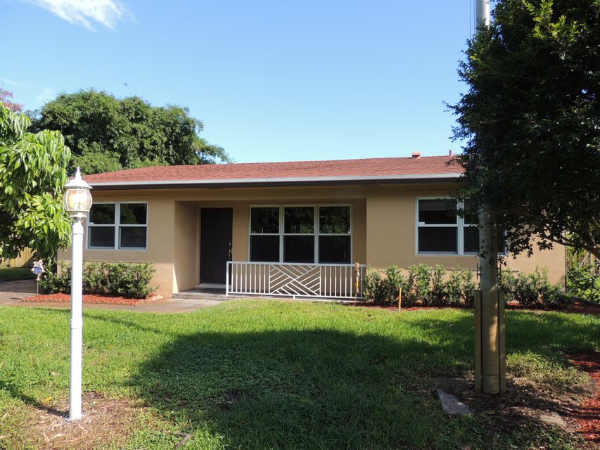 Home for sale in TOWNER PARK Haverhill Florida