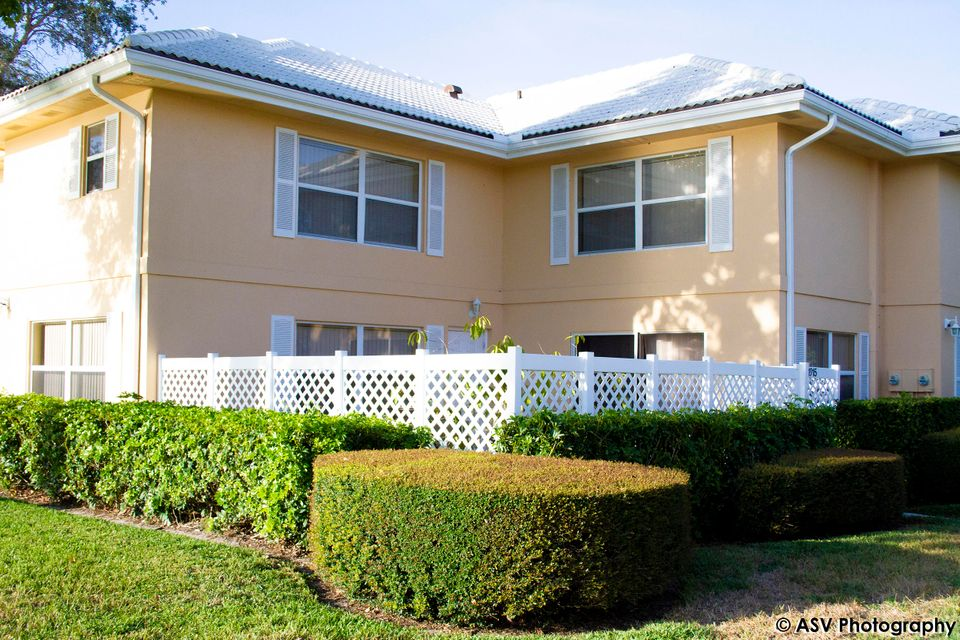1915 Stratford Way  West Palm Beach, FL 33409
