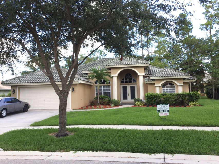 146 Fernwood Crescent Royal Palm Beach, FL 33411