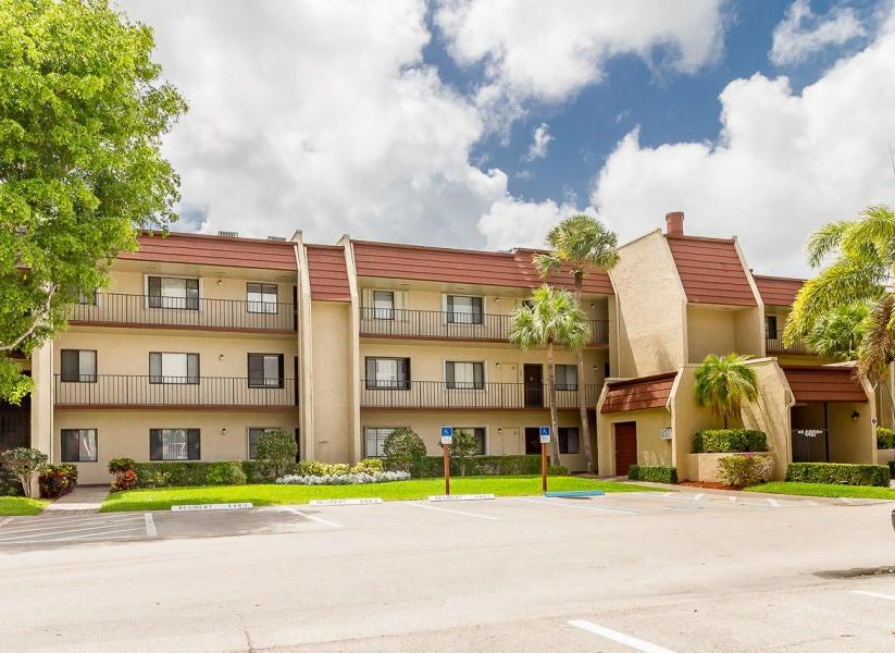 4483 Luxemburg Court 104  Lake Worth, FL 33467